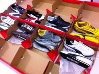 Anglia praca dla kobiet przy pakowaniu butów na produkcji Redhill