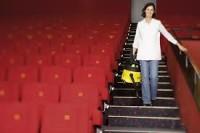 Ogłoszenie pracy w Anglii od zaraz przy sprzątaniu kina na Piccadilly Londyn