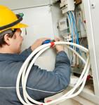 Oferta pracy w Anglii dla elektryków budowlanych przy podłączaniu kabli, Sheffield