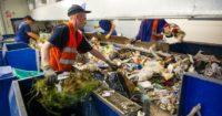 Bez języka fizyczna praca Anglia od zaraz przy sortowaniu odpadów w recyklingu Londyn